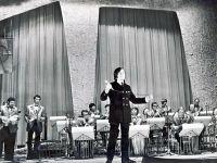 Оркестр Олега Лундстрэма. Солист оркестра Анатолий Могилевский.